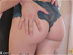 Sydney just likes the sensual pounding with her new beau