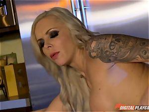 Vampiress Nina Elle deepthroats boner before stinging her sub