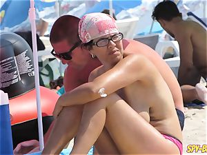 amateur voyeur stellar cougars - Spy Beach massive knockers without bra