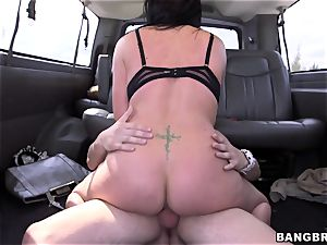 Isabella Madison drills a stranger on a bus