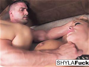 Shyla's rock hard ass fucking boink and a facial