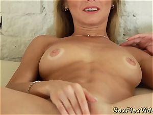 ultra-cute flexi nubile spreading her body