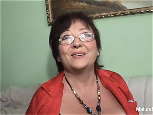 nasty mature keeps her pantyhose on for plowing