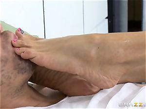 beautiful jail doctor Ariella Ferrera wanks off her patient