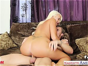 blond mommy Summer Brielle penetrating