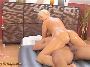 ample culo babe gets slimy poked