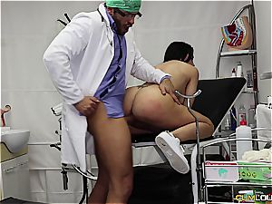 horny patient gets banged by the gynecologist