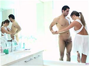 Alexis Adams moist bathtime session