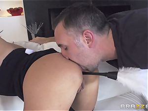 Maid Anissa Kate getting her saucy backside boinked by a giant trunk