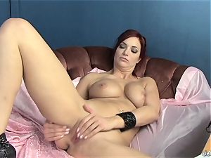 sensuous Jayden Cole loves taunting her edible raw bud