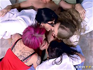 kinky polyclinic group hookup with Nicole Aniston and her pals