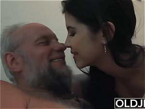 gal Dee nubile cunny licking And pound with dirty facial cumshot