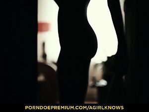 A girl KNOWS - slim Gina Gerson sensuous g/g romp