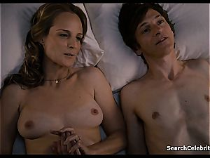 Heavenly Helen Hunt has a smooth-shaven honeypot for viewing