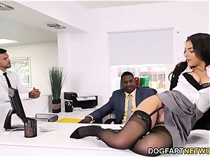 black Immigration Officer Wants Valentina Nappi's bootie